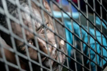 © Taha Jawashi | Migrants capturés par la police de lutte contre l'immigration clandestine à Tripoli (Libye).