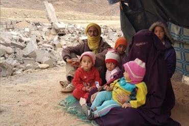 Crédit photo: interlignes Algérie | Habitants dans la rue à In Zaouen après l'opération de démolition de constructions illicites