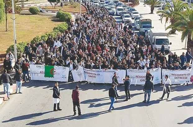 Oran : le CNAPESTE et les étudiants de l'école normale supérieure manifestent