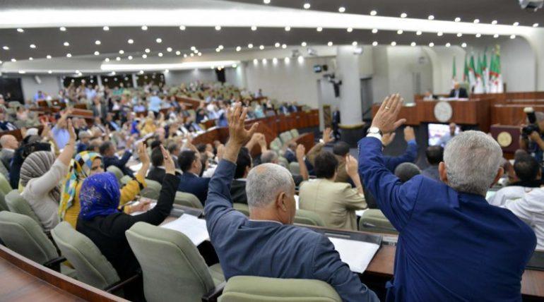 317 députés ont voté la vacance du poste du président de l'assemblée à main levée, aujourd'hui, 23 octobre.