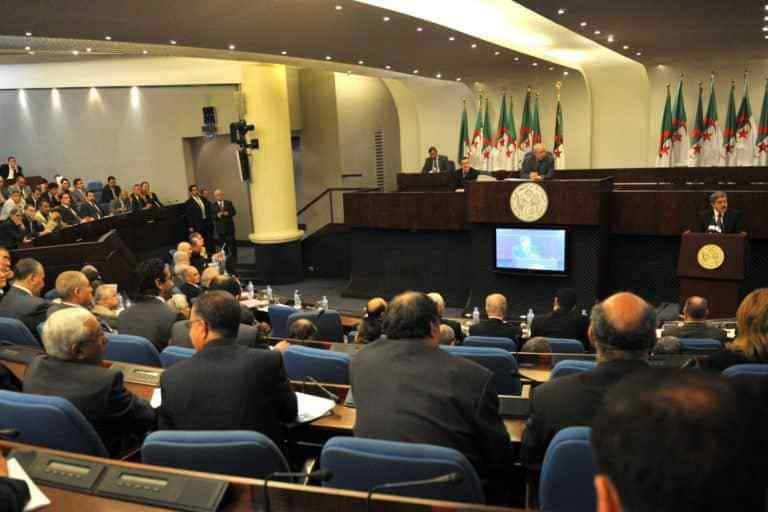 L'Assemblée populaire nationale (APN) est en passe de vivre une situation inédite: se retrouver avec deux présidents. Alors que la majorité parlementaire, conduite par le FLN-RND, s'apprête à élire Mouad Bouchareb en tant que président à l'occasion d'un plénière qui se tiendra, ce mercredi 24 octobre, Saïd Bouhadja, lui, assure qu'il restera le président légitime.