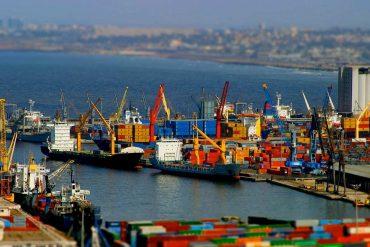 Restrictions à l'import : le déficit commercial ne baisse que grâce au pétrole