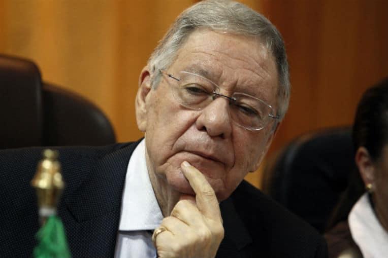 Le cas du secrétaire général du FLN, Djamel Ould Abbès est énigmatique. A-t-il démissionné? Ejecté? Où restera-t-il en poste? Trois jours après l'annonce surprise de son départ de la tête du parti, son entourage revient pour affirmer le contraire.