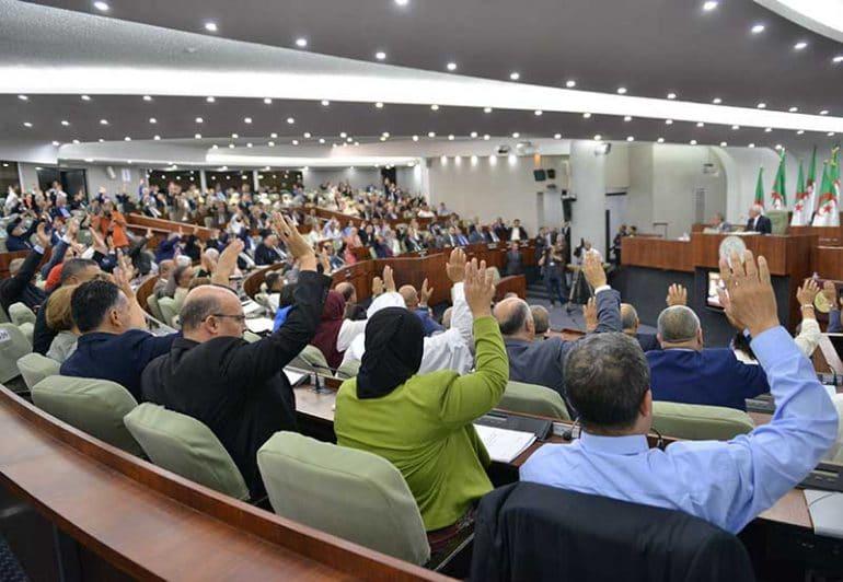Le projet de loi de finances 2019 a été adopté par la majorité du parlement après une semaine de débat en plénière. Les députés du RCD estiment que ce projet de loi « reconduit les inconséquences au plan économique et approfondit la détresse sociale de larges couches de la population»
