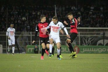 Partie pour porter son avance à 10 points sur son dauphin la JS Kabylie en match de mise à jour, le leader du champion de la Ligue 1, l'USM Alger a été battue, jeudi soir, à domicile Omar Hamadi par l'ES Sétif sur le score d'un but à zéro.