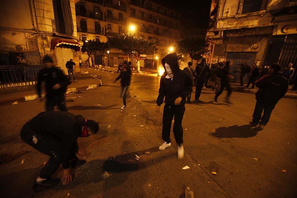 Le quartier de Bab El Oued à Alger a été le théâtre, jeudi soir, d'une violente émeute. Tout a commencé après la fin du match, comptant pour la 15 ème journée du championnat de football, ligue 1, ayant opposé l'USM Alger et le CS Constantine (2-1).