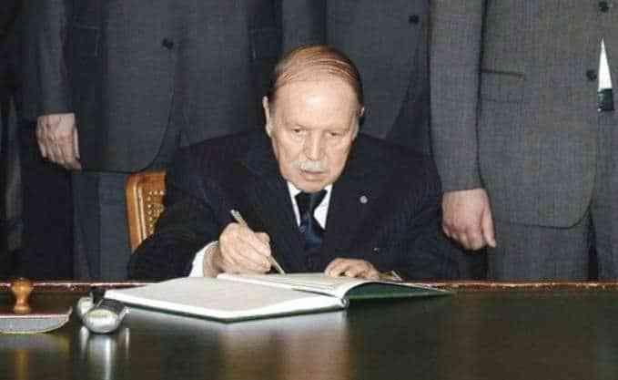 Le président de la République, Abdelaziz Bouteflika, a signé jeudi à Alger la Loi de finances 2019.
