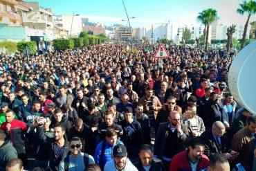 Plusieurs milliers de personnes ont battu le pavé, aujourd'hui à Bejaia selon les organisateurs. Près de 900000 manifestants, des hommes politiques, des députés et des étudiants, ont marché dans la ville pour réclamer la levée des blocages sur les projets du groupe Cevital et la création d'emploi en Kabylie.