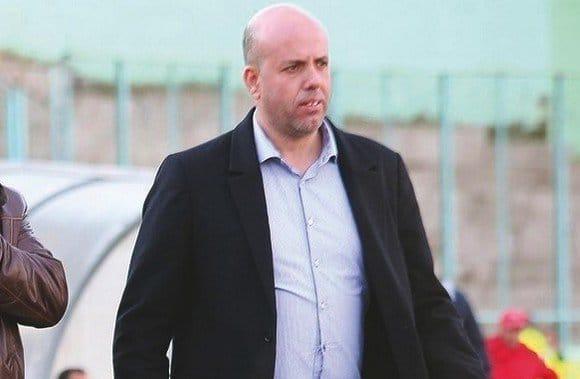 Le président de la JSK, Chérif Mellal n'a pas eu, finalement une altercation verbale, avec le frère du patron du FCE, Rebouh Haddad. Contrairement à la version donnée, hier soir, et rapportée par certains sites, le frère d'Ali Haddad n'était à l'origine de la colère du premier responsable de la JSK.