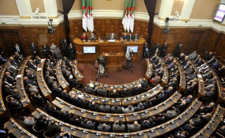 Le front de libération nationale (FLN) et le rassemblement national démocratique (RND) renforcent leur suprématie sur les institutions élues.