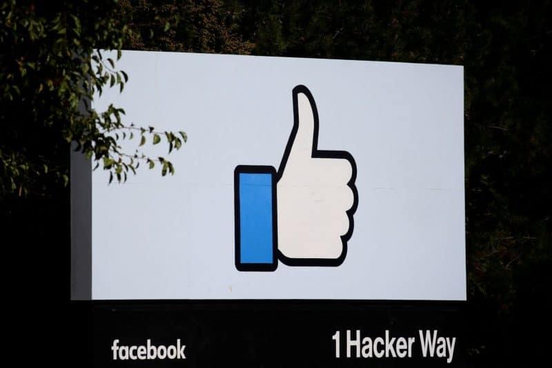 Facebook a révélé ce vendredi qu'un bug informatique majeur aurait peut-être permis à des applications tierces d'accéder de manière erronée aux photos de 6,8 millions d'utilisateurs, y compris à des images que des personnes ont commencé à télécharger sur le site sans les publier publiquement.