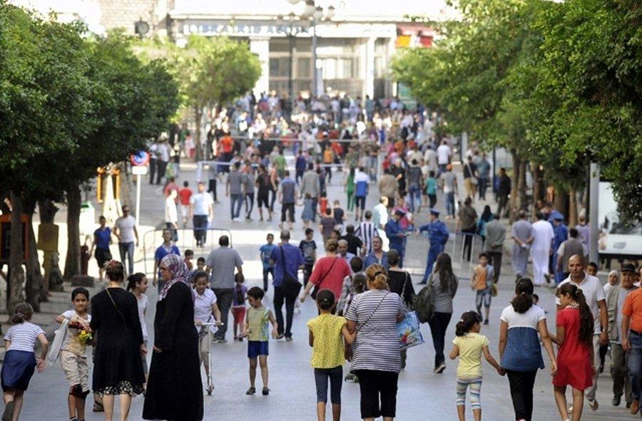 La population algérienne est en constante croissance. Selon le dernier chiffre communiqué par le directeur de la population auprès du ministère de la santé, il y a 43 millions d'habitants en Algérie au 1er janvier 2019.