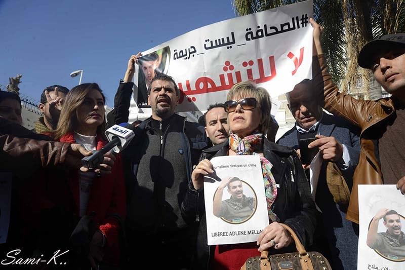 Une vingtaine de journalistes ont répondu aujourd'hui à l'appel au rassemblement pour soutenir le journaliste emprisonné depuis le 25 décembre 2018, après le verdict du tribunal de Beb El Oued.