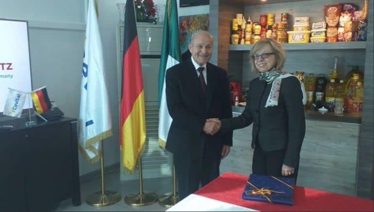 Dans une vidéo partagée sur le compte tweeter du groupe CEVITAL, le président du groupe, Issad Rebrab a reçu aujourd'hui, mercredi, l'ambassadrice d'Allemagne en Algérie,Ulrike Knotz, à l'usine agroalimentaire de Cevital à Béjaia.