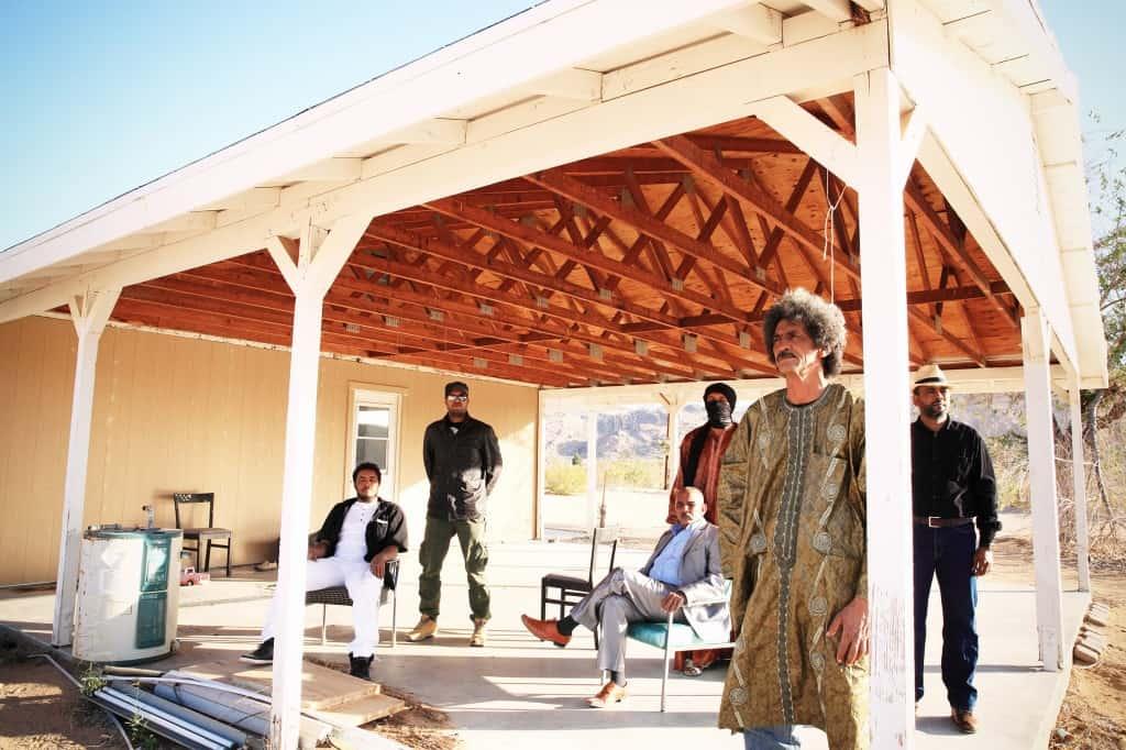 Le groupe de musique touareg, Tinariwen, spécialisé dans le style Assouf qui fait la synthèse entre le blues, le rock et la musique traditionnelle des touareg, a été interdit de se produire en Algérie, où il a prévu une tournée dans les wilayas d'Oran, Alger et Constantine ainsi qu'un spectacle à Tamanrasset.