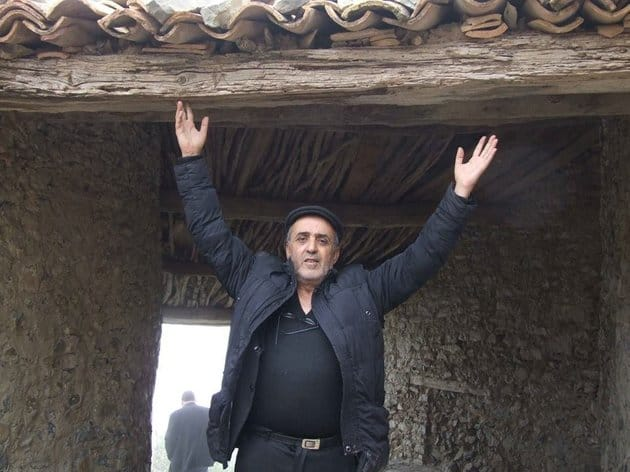 Des hommes du septième art et de la télévision, une centaine, tiennent à manifester leur solidarité avec le producteur Youcef Goucem, qui, le 7 janvier écoulé, s'est tout simplement immolé dans les locaux de la chaîne de Télévision Dzair TV.