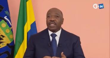 Alors quele président Gabonais Bongo est en convalescence au Maroc après un AVC, un groupe de militaires appellent les officiers de l'armée à prendre des armes et tentent un coup d'état.