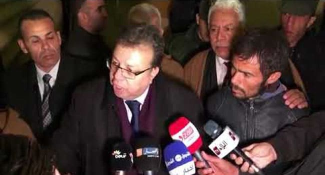 """Le président de la république Abdelaziz Bouteflika, """"a mis fin, aujourd'hui, aux fonctions au Wali de M'Sila,Hadj Mokdad,suite à la mauvaise gestion par ce Wali de l'affaire du jeune Mahdjoubi Ayache, coincé pendant plus de dix jours dans un puits artésien à Aïn Chemel"""" rapportent nos confrère de Alg24."""