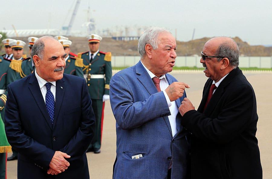 L'ambassadeur d'Algérie à Tunis, Abdelkader Hadjar, a été convoqué au ministère tunisien des affaires étrangères du ce pays pour apporter des éclaircissements sur les tirs des gardes côtes algériens sur une embarcation de pêche tunisienne qui ont fait un mort. C'est ce qu'a annoncé Tunisie Agence Presse (TAP), hier vendredi, en citant un communiqué du ministère tunisien des affaires étrangères.