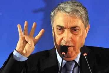 Ali Benflis, président du Parti politique Talaie El Houriyet a annoncé lors une conférence de presse tenue aujourd'hui 27 février au siège du parti que le décision de la participation ou pas aux prochaines élection sera annoncé dimanche 03 mars et non pas demain 28 février à cause de l'annulation de leur réservation de salle par la wilaya d'Alger.