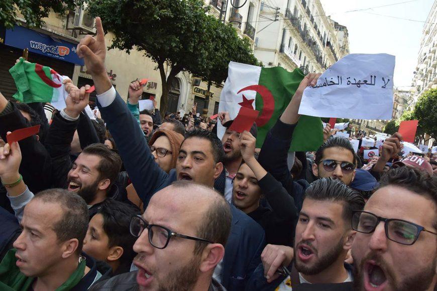 Carton rouge pour le président de la république. C'est ainsi que ces manifestants ont voulu exprimé leur rejet à la candidature de Abdelaziz Bouteflika.