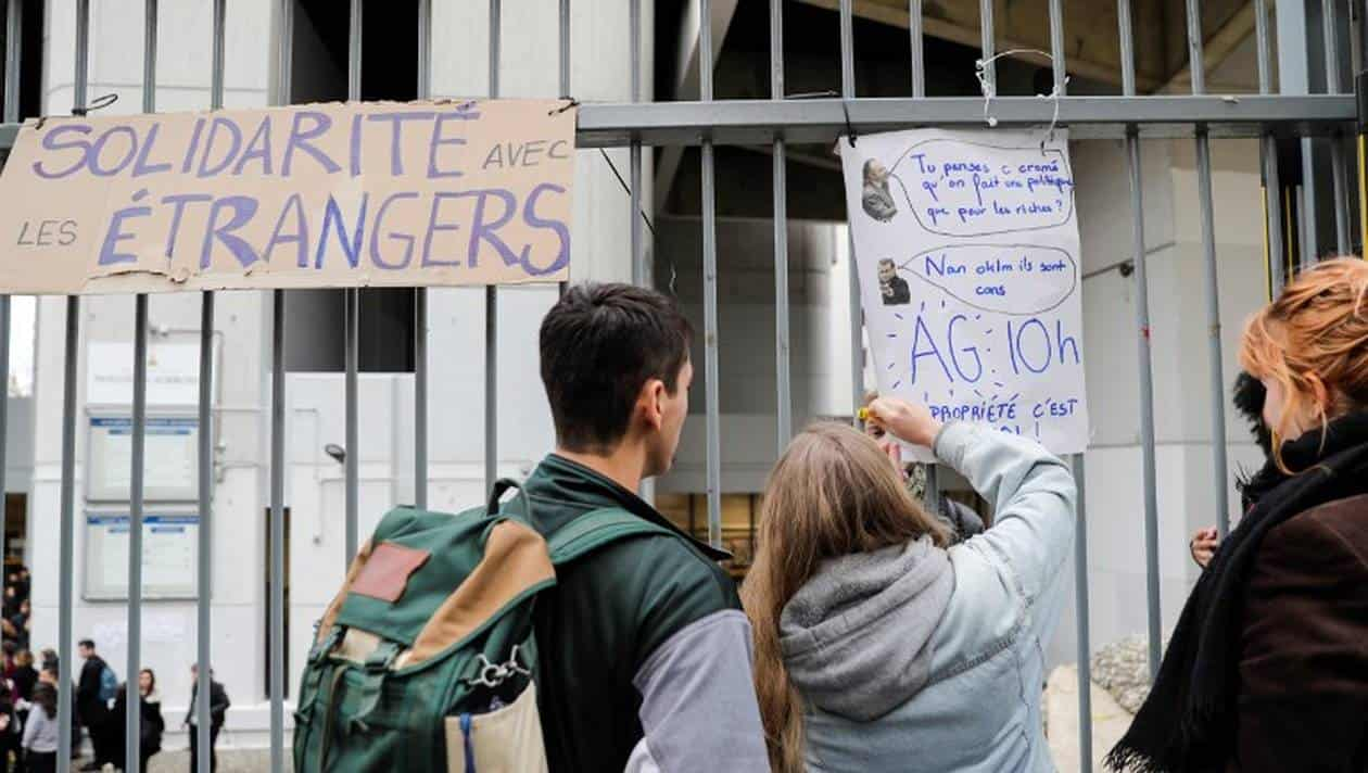 L'Université Paris 13 s'engage à ne pas appliquer la décision du gouvernement Edouard Philippe, qui vise la hausse des frais d'inscription pour les étudiants étrangers hors Union Européenne de la licence au doctorat, et ce, en exonérant les étudiants étrangers des frais d'inscription.