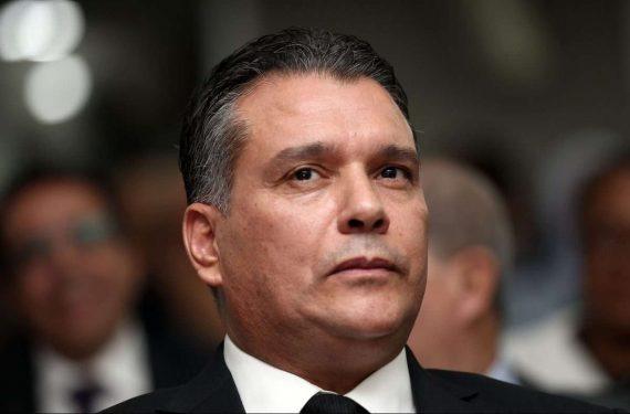 Le président de l'instance dirigeante du FLN, Mouad Bouchareb a dissimulé aujourd'hui 23 février, depuis Oran, un message de maintien de la candidature de Abdelaziz Bouteflika, malgré le colère de la rue contre un cinquième mandat.