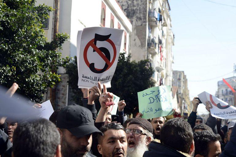 Les Algériens viennent d'administrer une véritable leçon politique aux tenants du pouvoir. Une réponse historique qui signe définitivement l'échec d'un régime qui a tout tenté, cette fois-ci, pour faire avorter les appels à manifester contre le 5ème mandat du chef de l'Etat: invocation «de la main étrangère», des «ennemis de l'intérieur», «les risques de retour à la décennie noire».