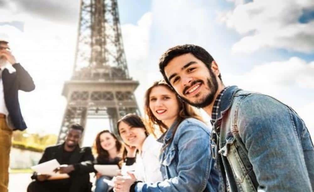 Fin du suspens pour les étudiants tunisiens désireux de poursuivre leurs études en France. Ils ne sont plus concernés par la majoration des frais d'inscription aux universités françaises, contrairement aux étudiants algériens et marocains.