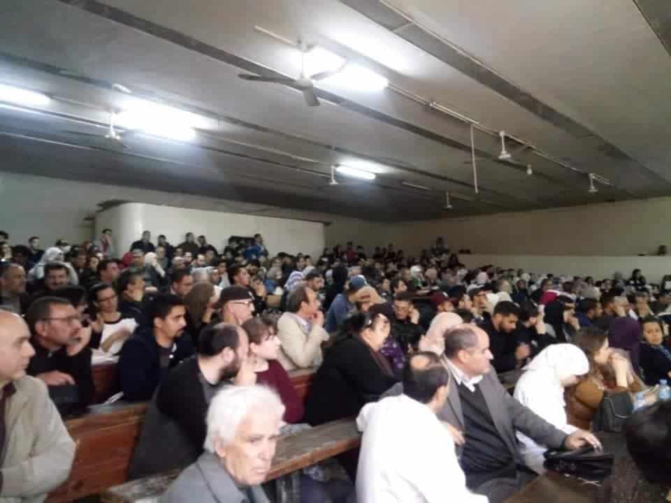 Les enseignants de l'université des sciences et technologies Houari Boumediene à Bab Ezzouar (USTHB) ont observé aujourd'hui 5 mars, une marche suivie d'un sit-in dans le campus pour soutenir les le mouvement des étudiants.