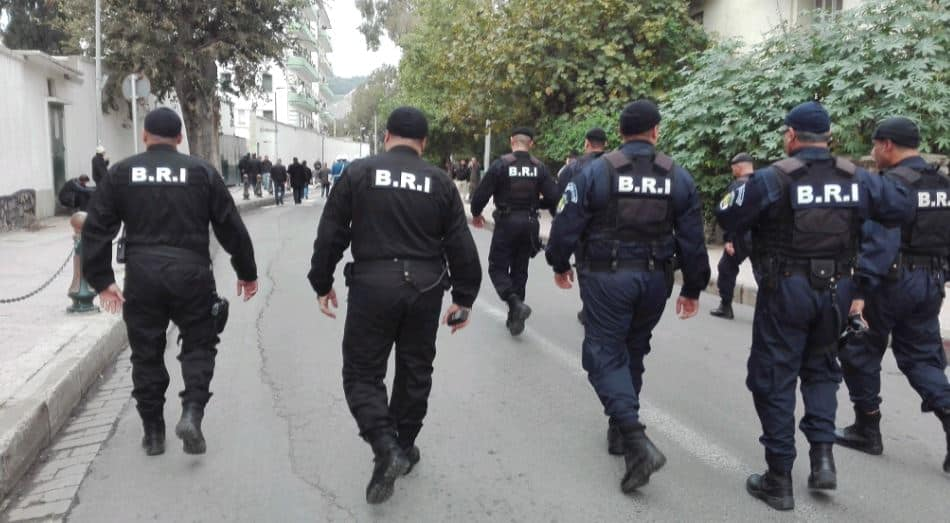A quelques heures du début des manifestations annoncées aujourd'hui 01 mars dans tout le territoire national, un impressionnant dispositif sécuritaire est déployé devant la présidence de la république et dans le centre de la capitale. Alger est sous très haute surveillance.