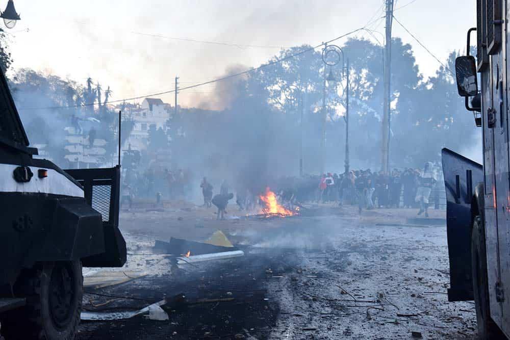 Violents heurts devant le lycée Descartes à quelques centaines de mètres d'El Mouradia