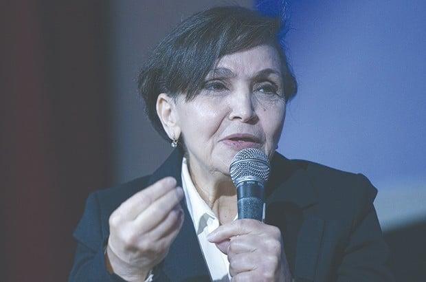 La constitutionnaliste Fatiha Benabou qualifie «d'illégale», la démarche des tenants du pouvoir qui ont déposé par procuration la candidature du président Bouteflika à la prochaine présidentielle.