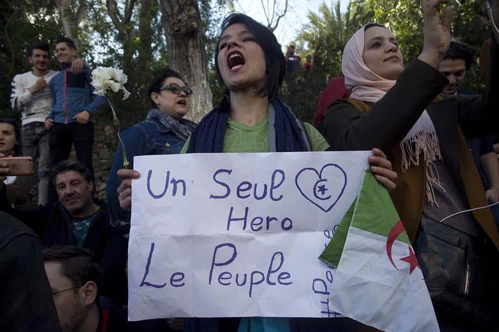 Des femmes manifestent contre le 5e mandat de Abdelaziz Bouteflika