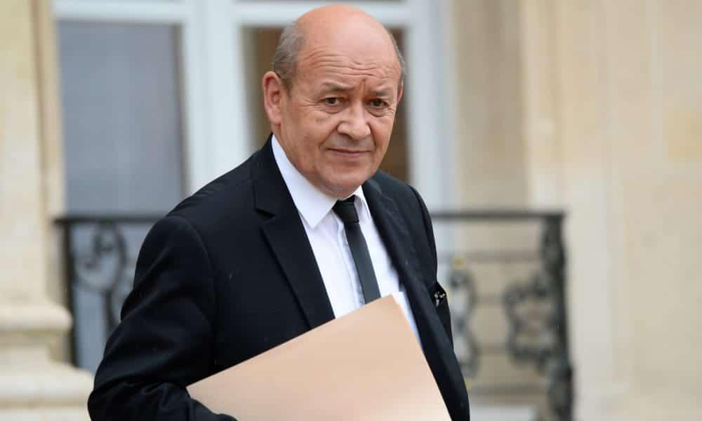 Le ministre français des Affaires étrangères, Jean-Yves Le Drian, a salué aujourd'hui, 11 Mars, la décision du président Abdelaziz Bouteflika a renoncé à un cinquième mandat.