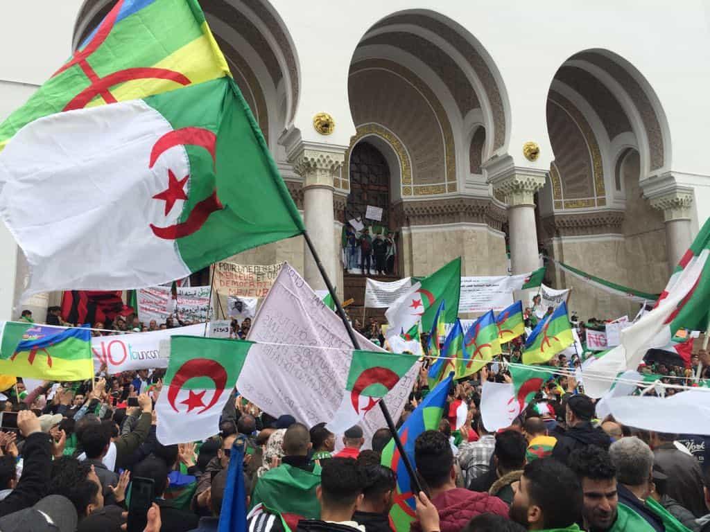 """Malgré la démission de Abdelaziz Bouteflika du poste de président de la république et les manoeuvres du général Major Ahmed Gaid Salah qui s'exhibe en """"sauveur"""" de la nation,"""