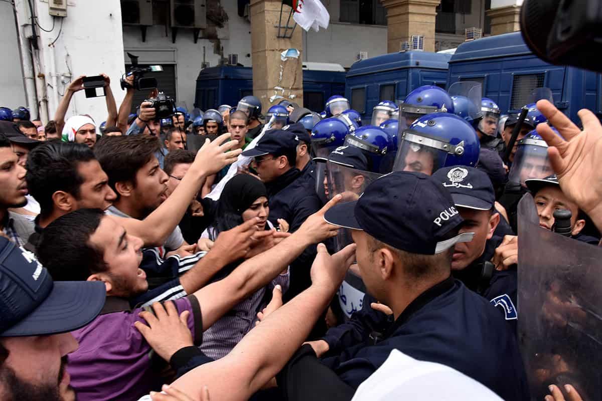Répression des étudiants le 1ç Mai à Alger
