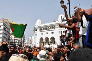 24e vendredi de mobilisation devant la grande poste à Alger