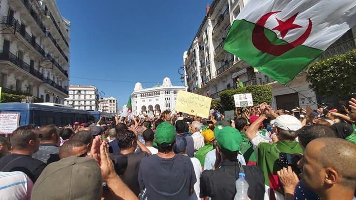 © INTERLIGNES | Algérie. 27e vendredi de manifestation populaire contre le pouvoir en place.