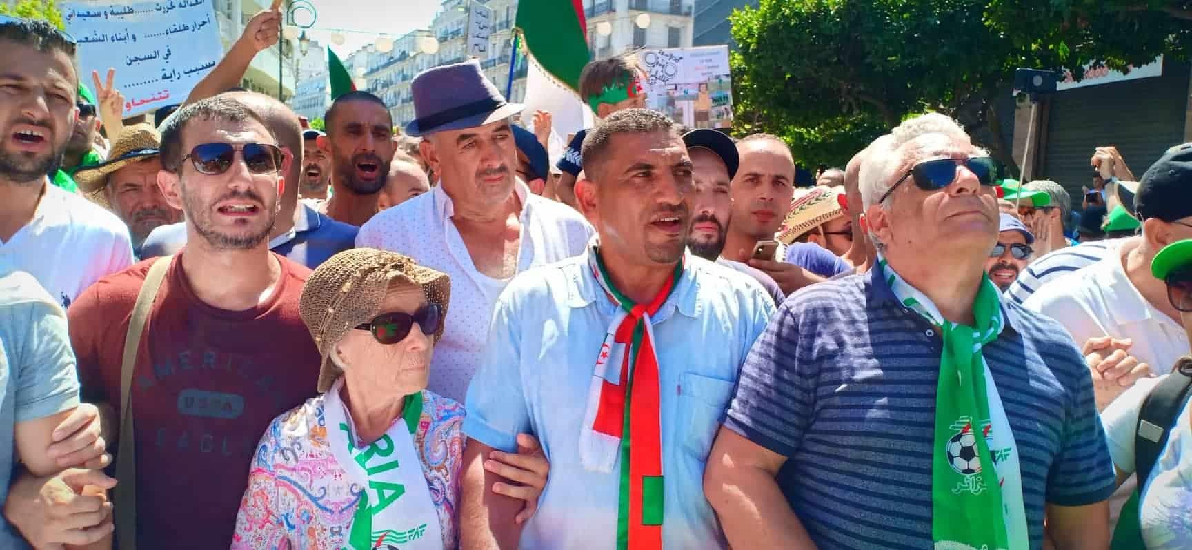 © DR | Karim Tabbou et Mostefa Bouchachi lors d'une marche populaire