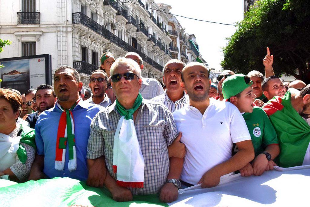 L'avocat et militant des droits de l'homme Mustapha Bouchachi aux coté de l'homme politique, Karim Tabou
