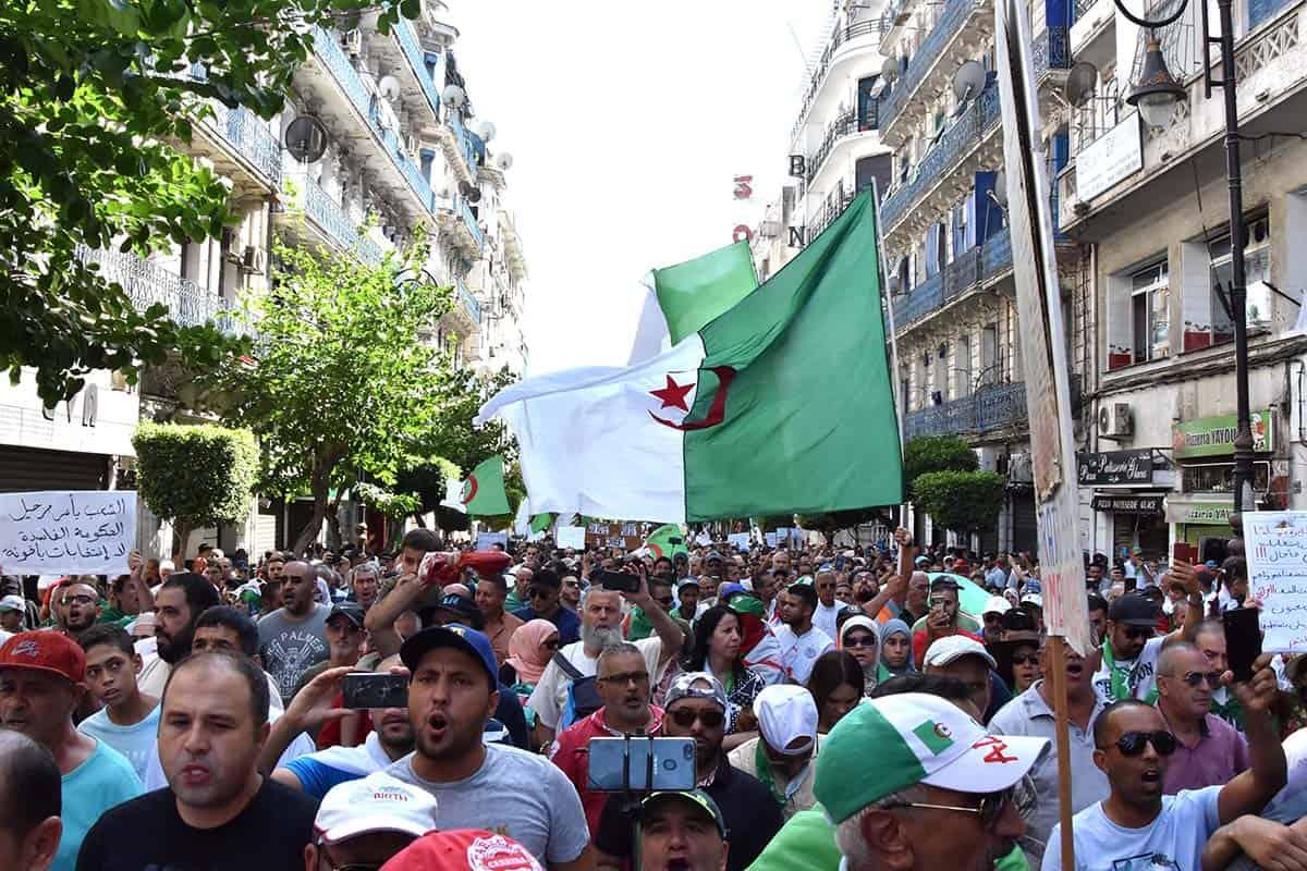Des milliers de manifestants ont envahi les rues de la capitale pour le compte de l'acte 29 du Hirak