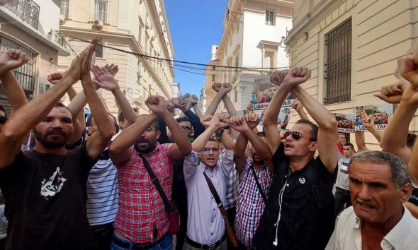 © DR | Rassemblement devant le tribunal Sidi M'hammed en soutien aux militants arrêtés durant les manifestations