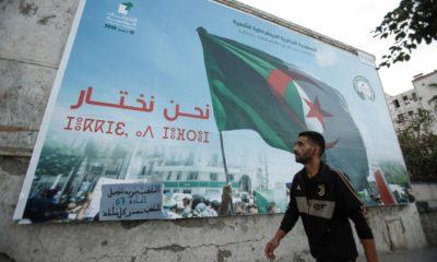 Affiches de la présidentielles accrochées dans les rues