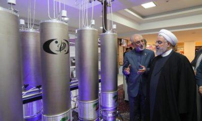 © DR | Photo d'archive représentant le président iranien Rohani et le responsable de l'organisation de la technologie nucléaire iranienne