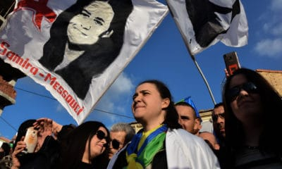 © INTERLIGNES | Samira Messouci, et ses deux soeurs, le jour de sa sortie de prison, le 30 décembre 2019.