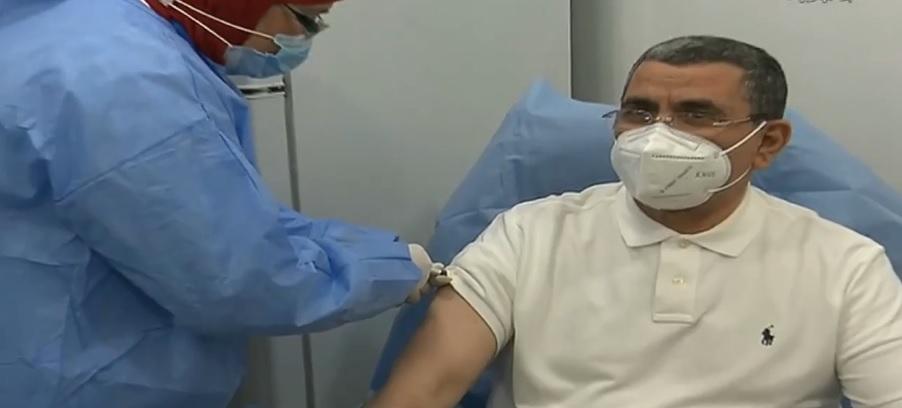 © DR | le Premier ministre Abdelaziz Djerad reçoit le vaccin anti-covid-19 Spoutnik V à Alger