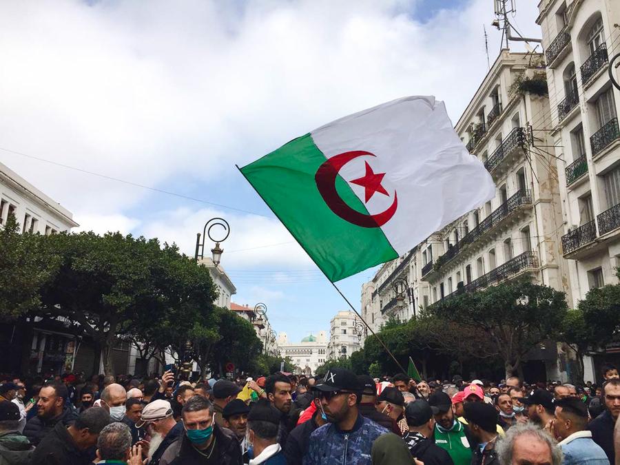 © Feriel Bouaziz pour INTERLIGNES   106 manifestation du Hirak à Alger