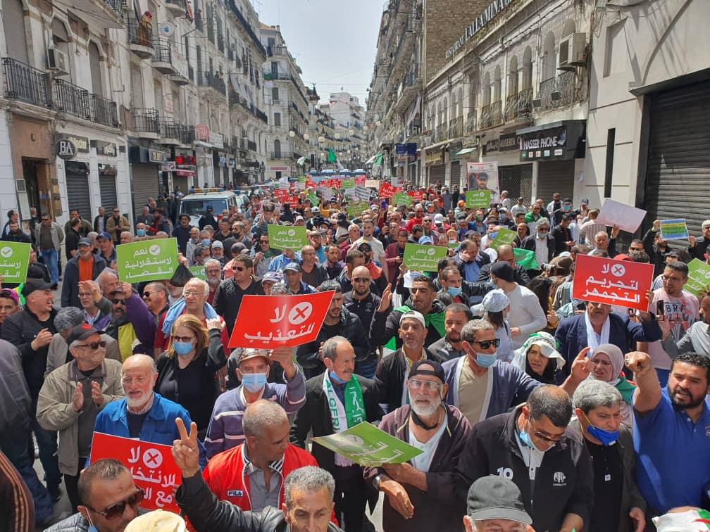© INTERLIGNES| 112e vendredi à la rue Didouche Mourad