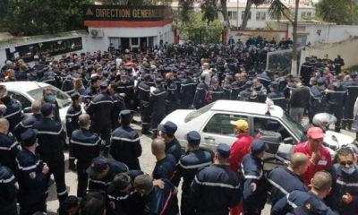 © DR | protestation des pompiers devant le siège de la direction générale à Alger le 2 mai 2021